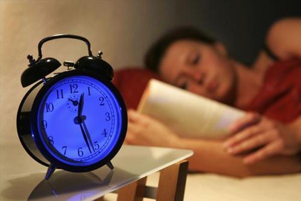 睡眠不好能艾灸脚底吗 睡眠不好艾灸脚底哪个地方