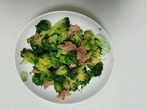 西兰花炒肉怎么做好吃 西兰花炒肉的做法
