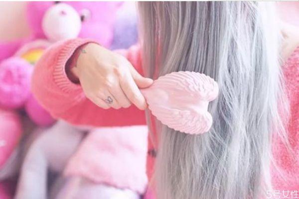 刘海分开合不上怎么办 如何取消头发中分的缝
