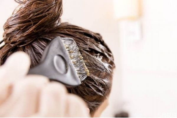 染发后可以用洗发水吗 染发后多久能用洗发水
