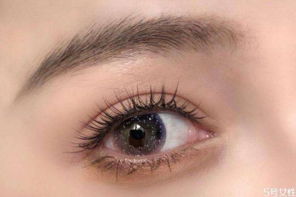 假睫毛可以用睫毛膏吗 使用假睫毛注意事项