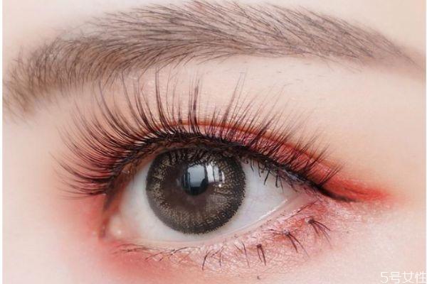 假睫毛贴在什么位置 第一次贴假睫毛技巧