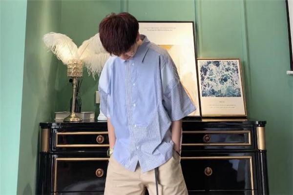 蓝衬衫配什么颜色裤子好看 蓝衬衫怎么搭配裤子