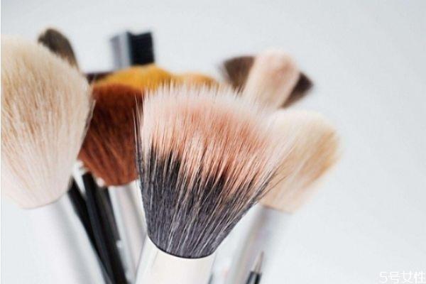 化妆刷和海绵化妆有什么区别 刷子和海绵上粉底液区别