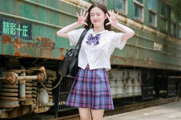 jk制服裙正反面怎么区分 jk裙和百褶裙有什么区别 jk裙的扣子是系在哪个方向