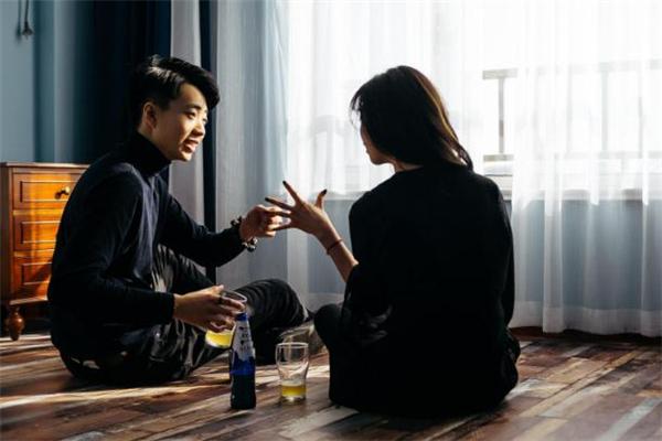 网上相亲遇到熟人怎么办 网上相亲遇到熟人如何处理