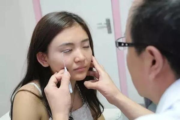 压双眼皮多久能消肿 压双眼皮的恢复过程是怎样的