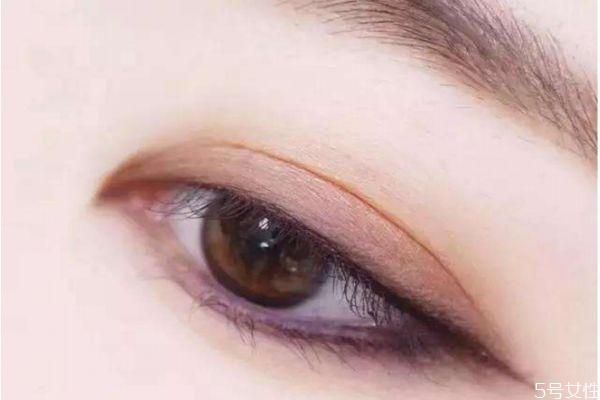 眼影能当眼线用吗 眼影画眼线的方法