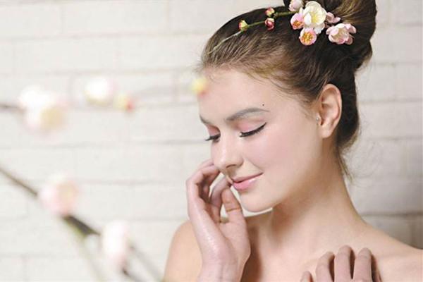 皮肤松弛日常怎样护肤 松弛皮肤的护肤重点