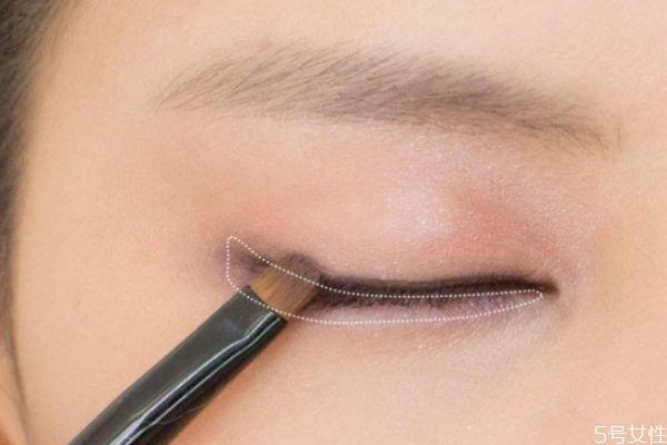 可以用黑色眼影画眼线吗 可以用黑色眼影画眼线吗