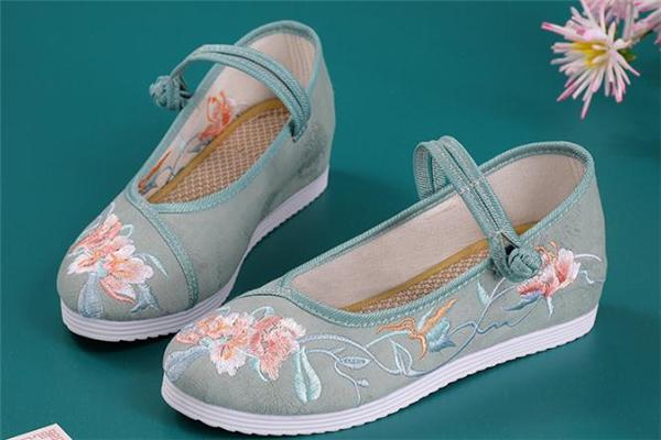 改良汉服配什么鞋子好看 改良汉服可以配帆布鞋吗