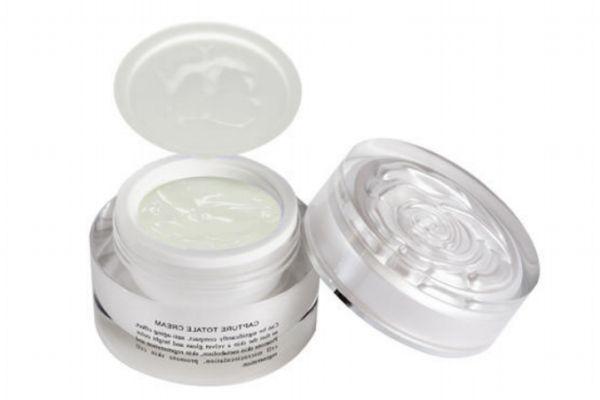 乳液和面霜哪个更好 化妆棉可以用来涂面霜吗