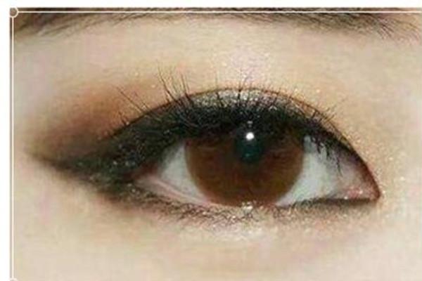 外双肿泡眼怎么画眼影图片