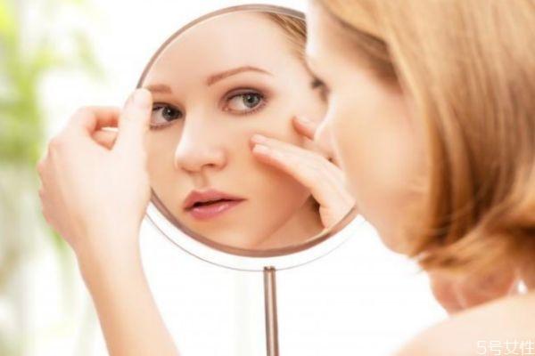 皮肤缺水会有什么样的后果 皮肤长期缺水会怎样