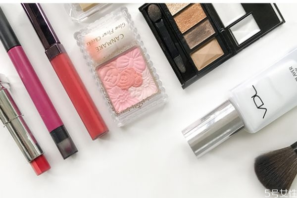 日常淡妆的正确化妆顺序 长期化妆和长期不化妆的区别
