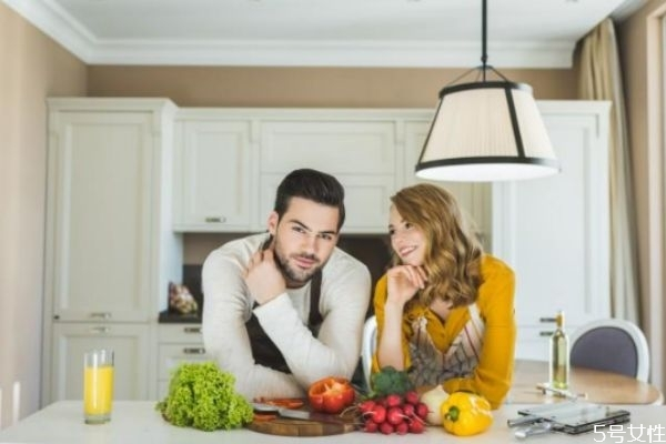 男女相处时有了哪些感觉才算作爱 男人把你当老婆表现