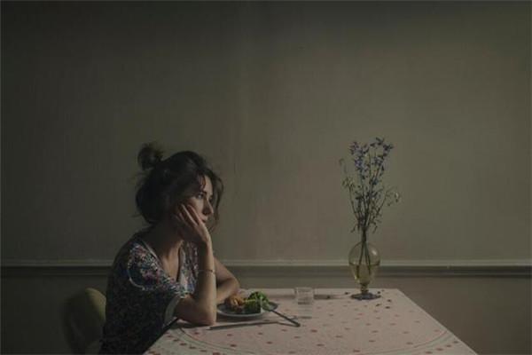 忘记一个人需要多久 失恋多久才能走出来