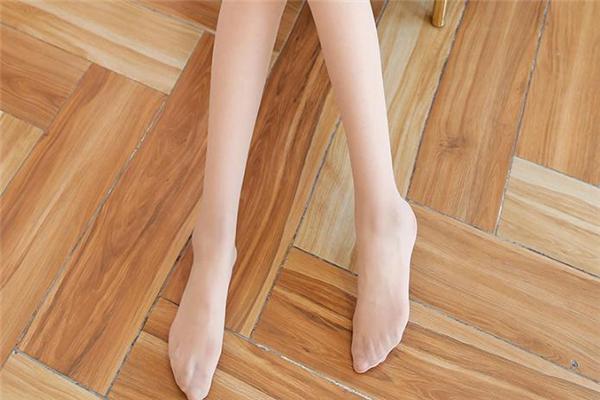 穿丝袜还需要涂防晒霜吗 丝袜为什么不防晒
