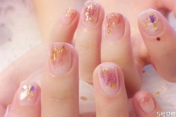 可撕拉指甲油的优点和缺点 可撕拉指甲油怎么涂不掉下来