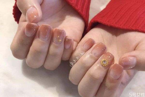 为什么撕拉指甲油容易掉落 撕拉指甲油的危害