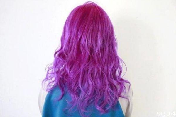 黄头发染黑色头发会掉色吗 染黑色头发多久可以染别的颜色