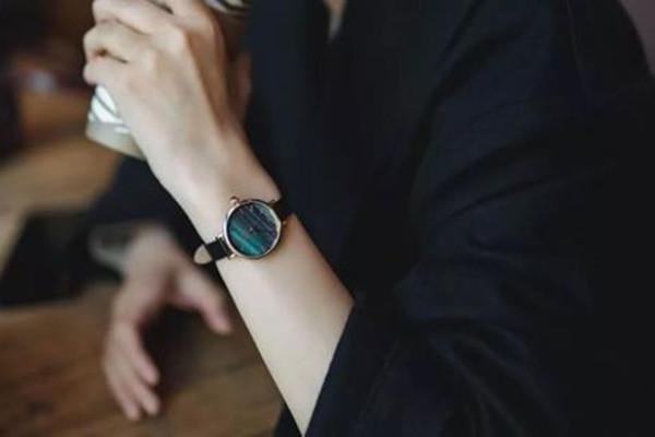 lola rose宝石手表好看吗 lola rose宝石手表哪个国家的