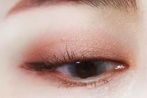 双色眼影棒哪个颜色好看 双色眼影棒的颜色推荐