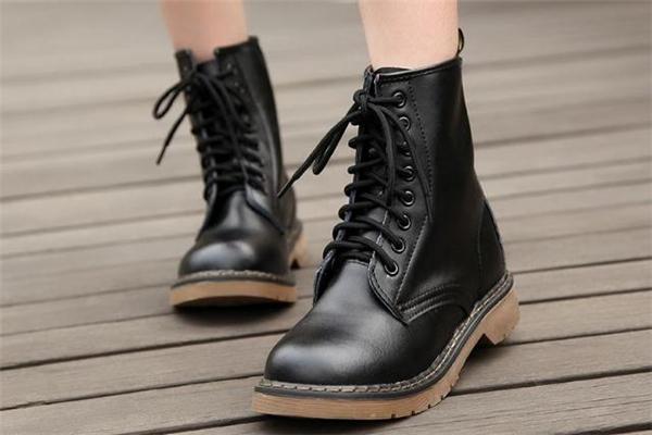 马丁靴鞋带怎么系好看 马丁靴鞋带太长怎么系