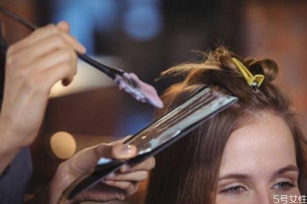 自己染发和理发店染发有什么区别 答案居然是这样