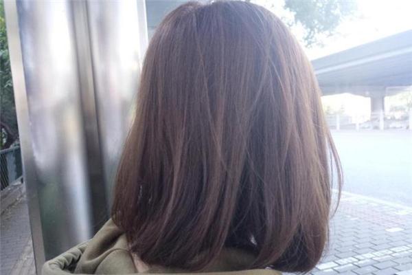 染发爆顶要重染一遍吗 头发染爆顶了多久会自然