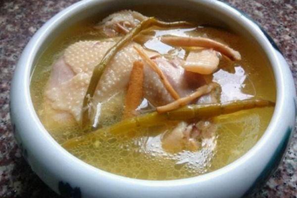 整只鸡煲汤的做法 整只鸡应该怎么煲汤