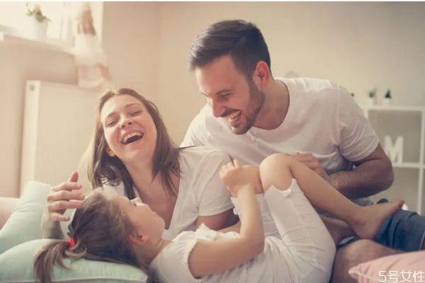 二婚女嫁头婚男好不好 二婚女人嫁给头婚男人的利弊