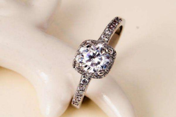 求婚戒指要买一对吗 求婚是用对戒还是单戒好