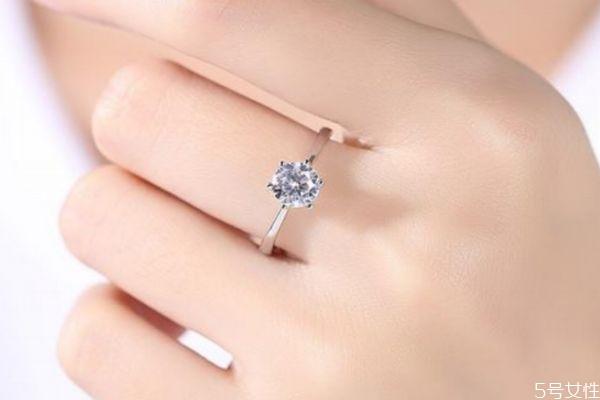 求婚戒指多少钱合适 求婚戒指几克拉合适