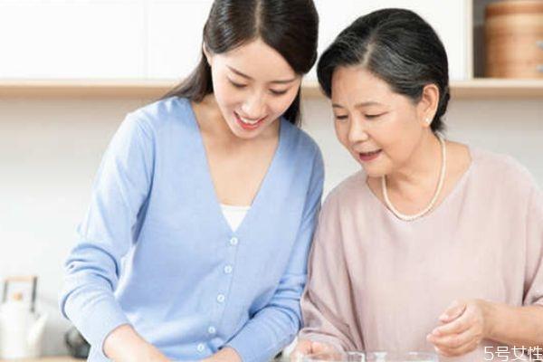 老公怎么缓解婆媳矛盾 婆媳矛盾从带孩子开始