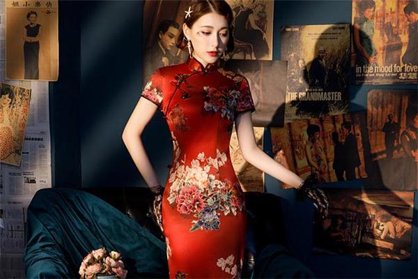 穿旗袍开衩的年龄讲究 旗袍怎样算合身