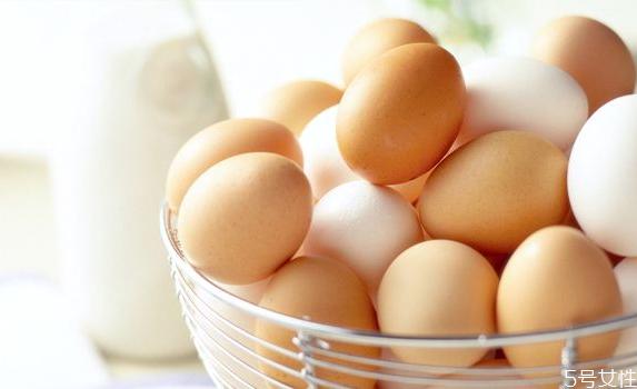 红鸡蛋和白鸡蛋哪个好 挑选鸡蛋的7个技巧