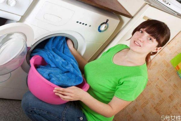 衣服为什么晾完会臭 衣服晾臭了快速解决的方法