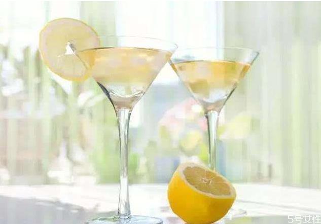 柠檬泡酒有什么好处 柠檬泡酒怎么泡不苦