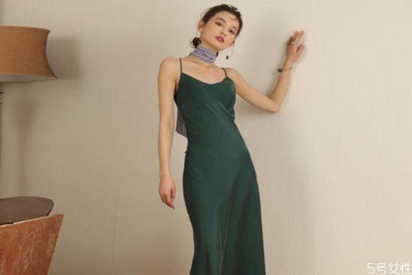 裙子肩带总是滑落怎么办 吊带裙肩带下滑小窍门