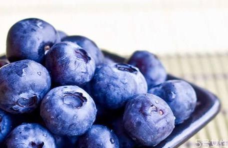 蓝莓表面上的白霜是花青素吗 蓝莓的花青素是在皮里还是在果肉里