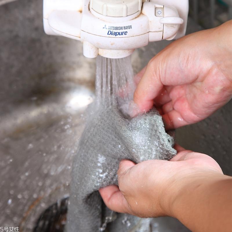热水洗衣服好吗 热水去污小技巧