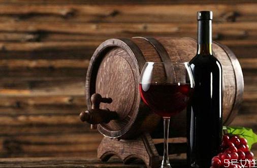 葡萄酒自然醒酒需要多长时间 葡萄酒加蛋清是什么意思