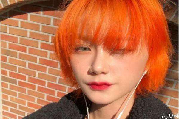 头发打透明蜡好还是带颜色好 打透明蜡会改变颜色吗