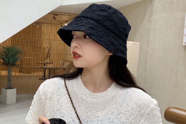 夏季遮阳帽选什么颜色 夏天戴黑色帽子防晒吗