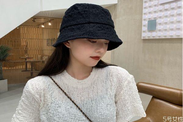 防晒帽跟普通帽子有区别吗 海边戴帽子防晒吗