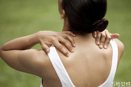 俯卧撑会引起肩周炎吗 俯卧撑可以预防肩周炎吗