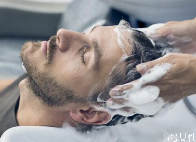 理发店洗发水为什么超市买不到 理发店洗发水经常用好吗