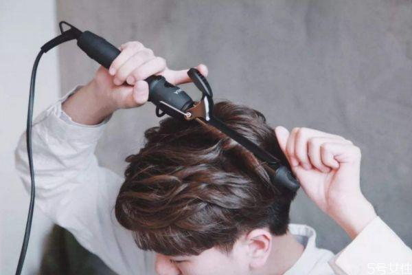 拉直头发可以用卷发棒吗 头发拉直后用卷发棒会不直吗