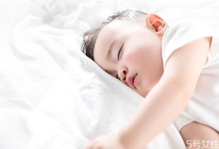 宝宝睡觉抽泣是怎么回事 宝宝床头不能放什么